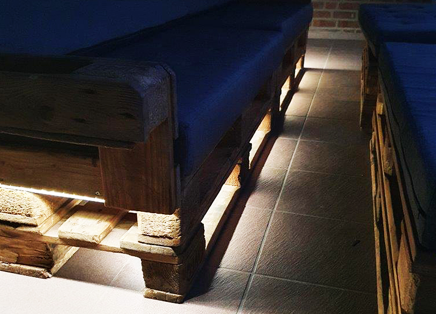 DIY Paletten Lounge mit LED Beleuchtung