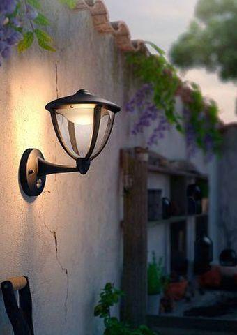Smarte LED Außenleuchte mit Bewegungsmelder