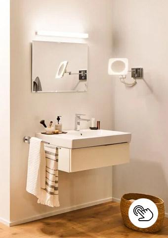 Zonenbeleuchtung im Badezimmer durch Spiegel- und Wandleuchten